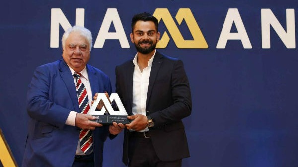Virat Kohli receiving Polly Umrigar award